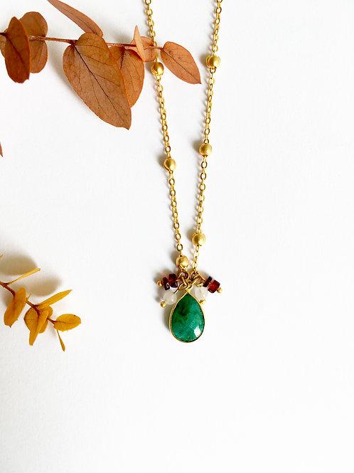 """Sautoir """"Cécile"""" en laiton doré à l'or mat 24 carats, Sillimanite émeraude"""