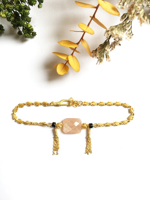 """Bracelet """"Milvia"""" en laiton doré à l'or mat 24 carats,Pierre de Lune et Spinelle"""