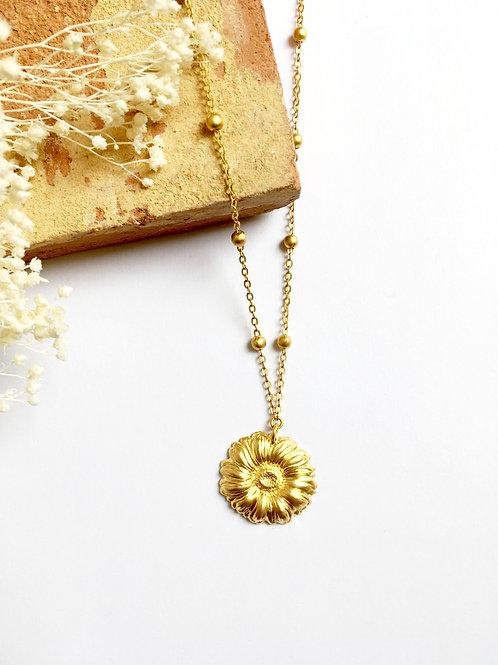 """Collier """"Volterra"""" à fleur en laiton doré à l'or mat 24 carats"""
