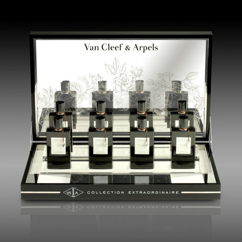 VAN CLEEF & ARPELS DISPLAY