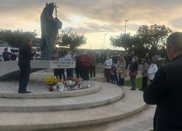 Molitva pred kipom Ivana Pavla II.