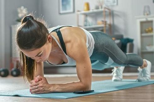 home-workout-plank-1584370125.jpg