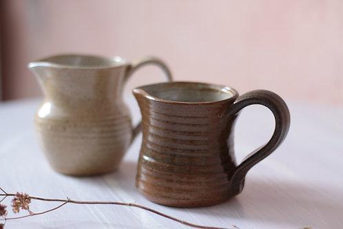 Pots à lait, issus des poteries monastiques de l'Abbaye de Fontgombault