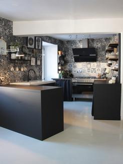 cuisine-époxy-noire-studiomovat.JPG