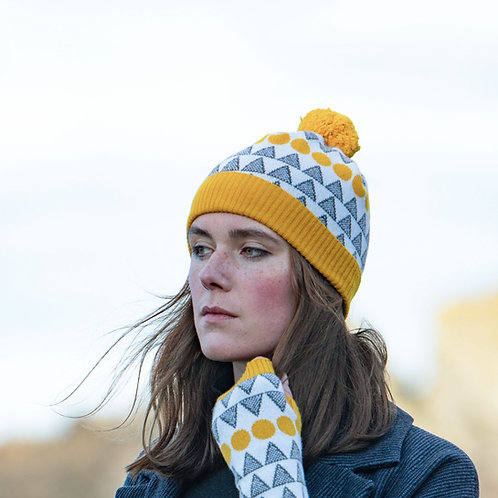 'Solar' hat in mustard