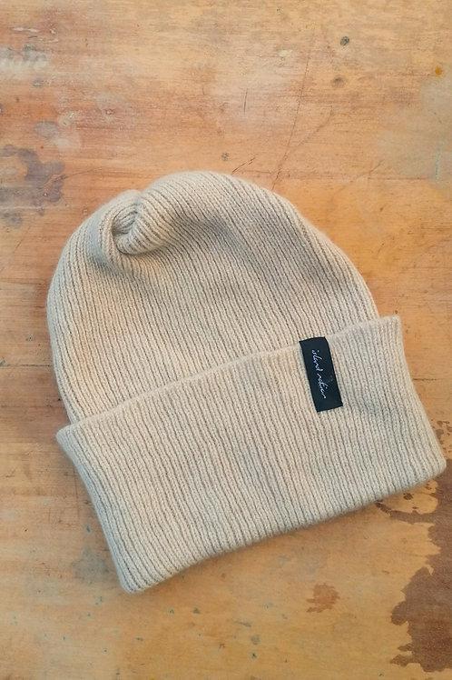 Sample sale ribbed hat