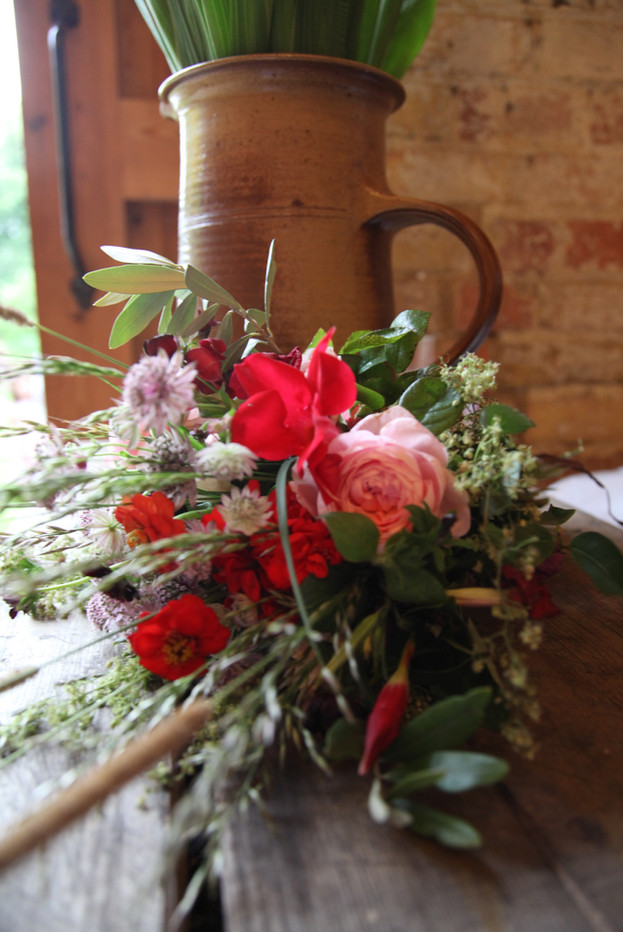 Relaxed country wedding bouquet