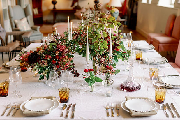 Christmas House Decoration and Flowers b