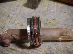 Silver spinning ring with textured finish and copper