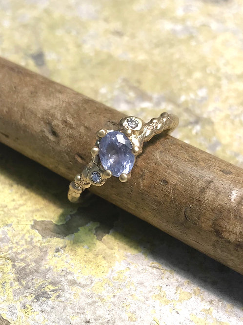 9ct Yellow Gold Ring set with a Sapphire and Diamonds