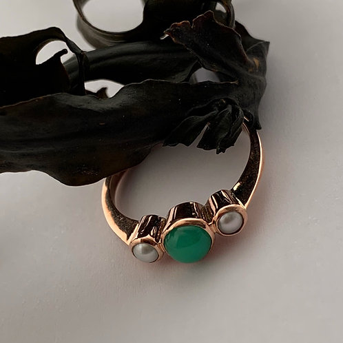 Chrysoprase and FreshwaterPearls ring in 9ct Rose Gold.   T4716