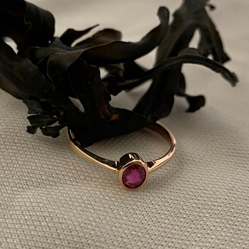 Ruby Ring in 9ct Rose Gold. n    T4714