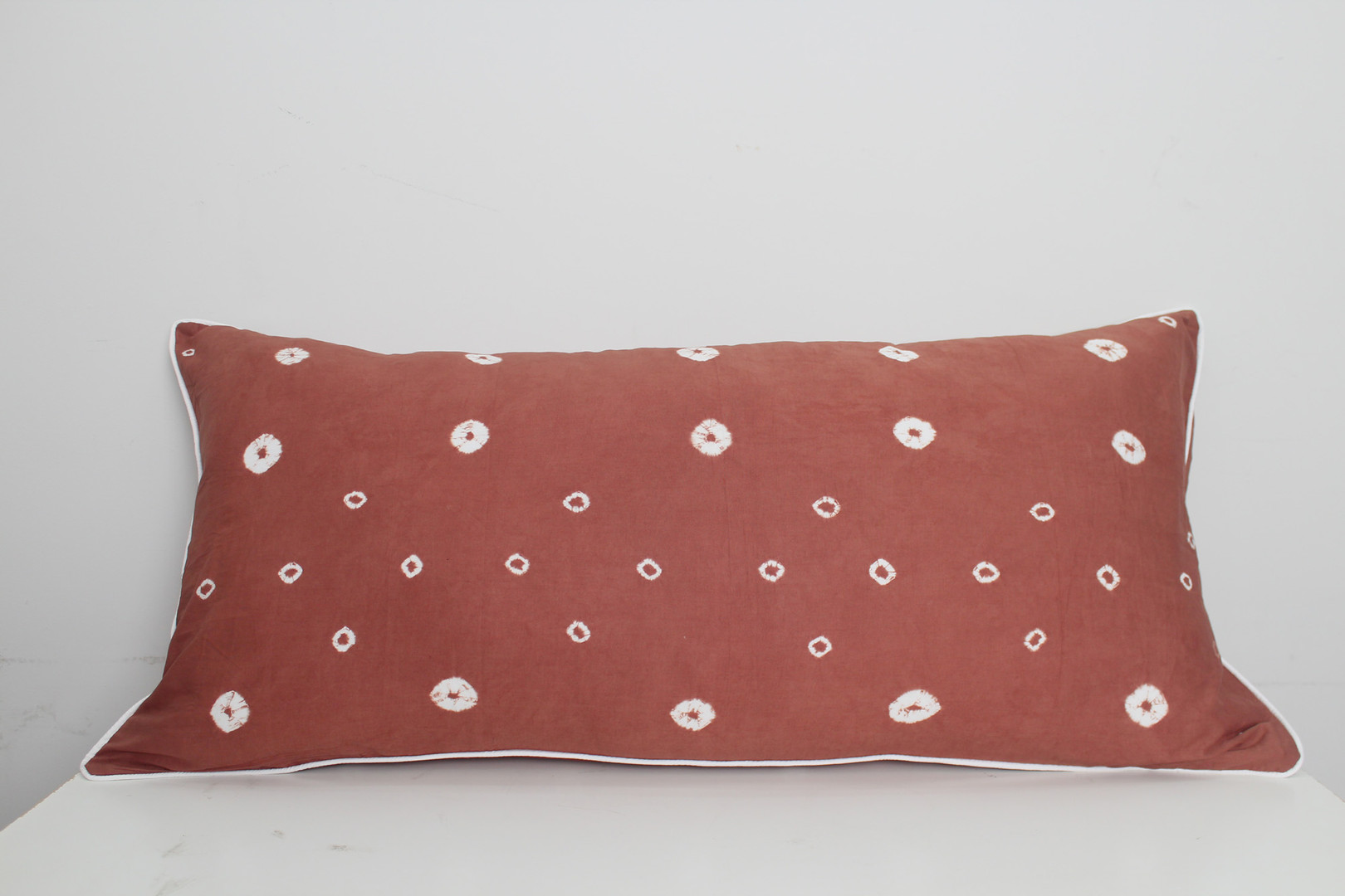 sarung bantal cinta shibori coklat3.jpg