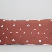 sarung bantal cinta shibori coklat