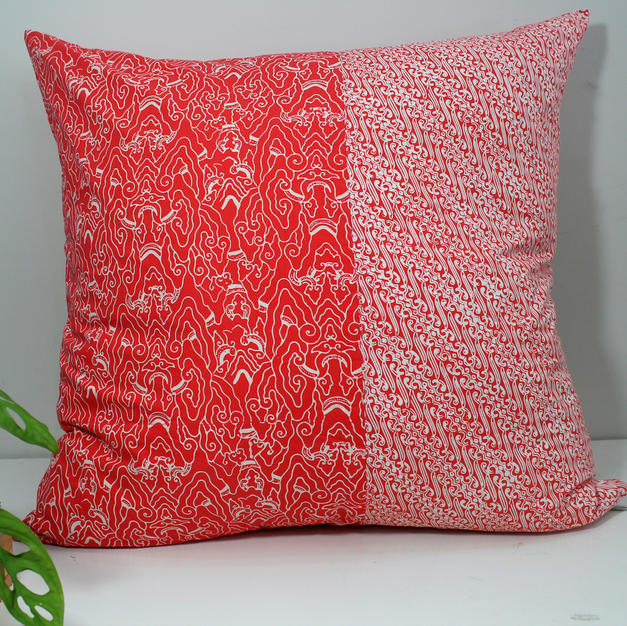 Sarung bantal batik orange