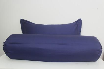 sarung bantal biru