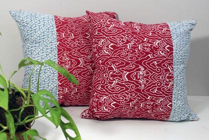 cushion batik abu merah