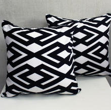 cushion chevron hitam