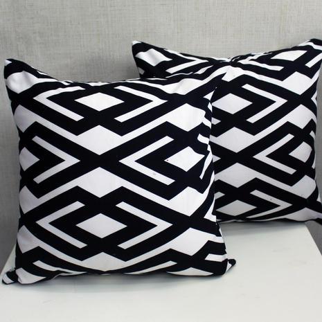 cushion chevron hitam