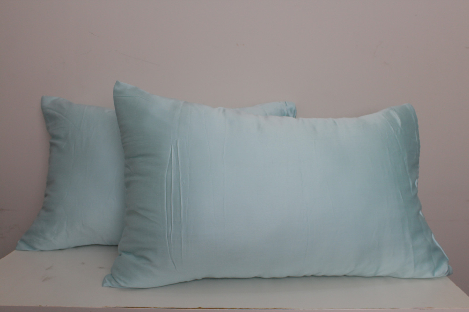 sarung bantal tencel biru muda