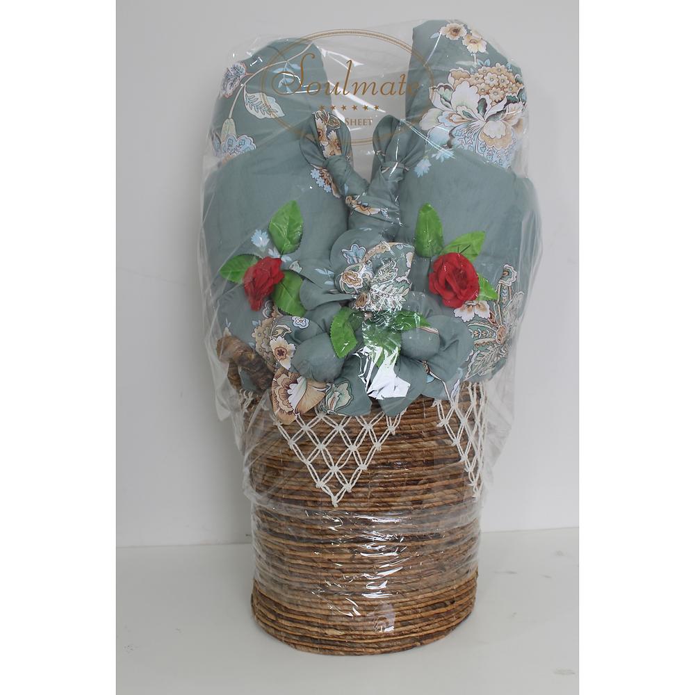 Hantaran dari sprei berbentuk bunga dengan kerajang model bulat