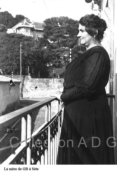 Elvira au balcon_c2i.JPG