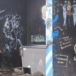 mur grafité à Sète.jpg