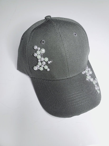 GREY HAT WITH PEARLS