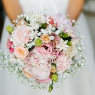 Bouquet de mariée rond et romantique par Sylvie Borderie