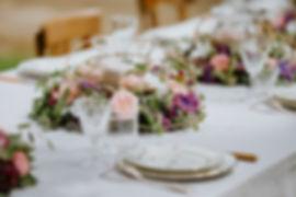 Table vintage avec de beaux centre de table pour vos mariages