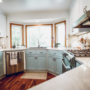 Cabinets with different colors for uppers and lowers
