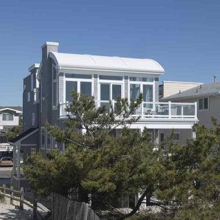 1609 Beach Ave 19.jpg