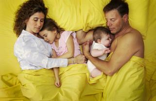 איך לשמור על הרגלי שינה טובים עבור ילדכם בזמן הזה