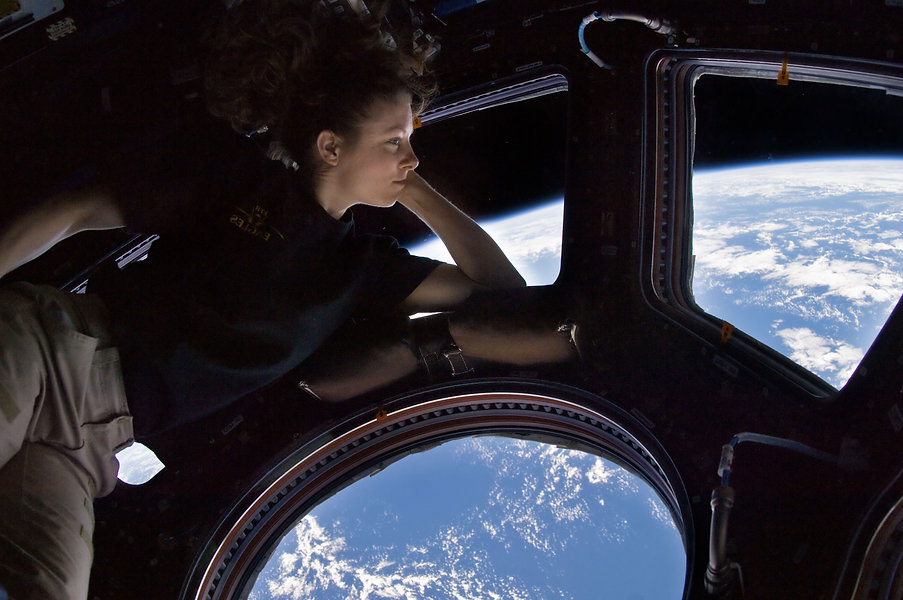 Tracy_Caldwell_Dyson_in_Cupola_ISS2.jpg