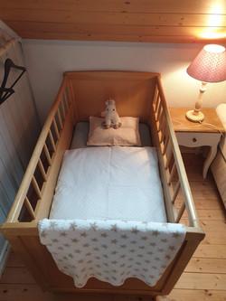 Bei Bedarf kann ein Kinderbett aufgestellt werden