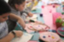 ילדים יוצרים בקייטנה.jpeg