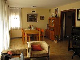 Comedor piso muestra con muebles