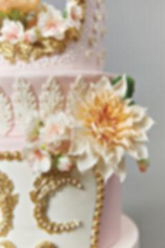 closeup of dallas wedding cake
