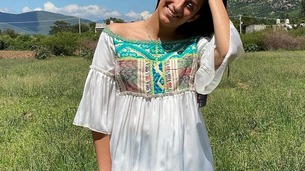 Blusa con textil de collage