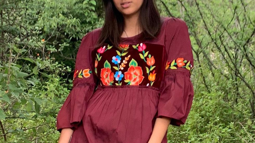 Blusa vino tafeta con pechera del Istmo de Tehuantepec