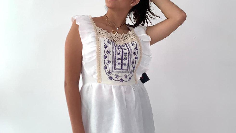 blusa de lino con bordado estilo Tlahuiltoltepec
