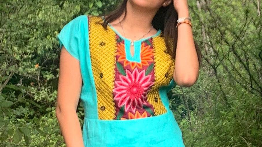 Blusa de lino verde con textil del istmo
