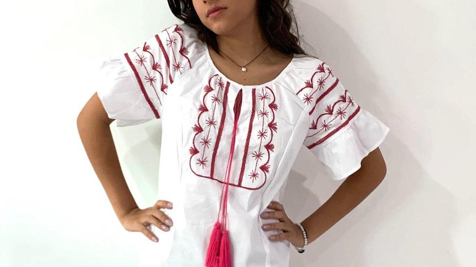 Blusa blanca con bordado estilo Tlahiltoltepec