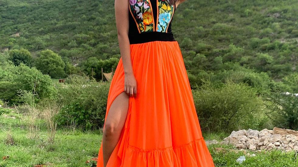 vestido con pechera del istmo y falda de gasa anaranjado fosfo