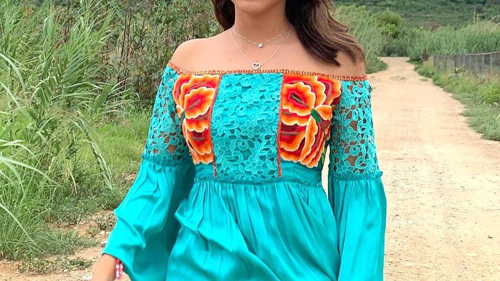 blusa con flores del istmo y guipiure