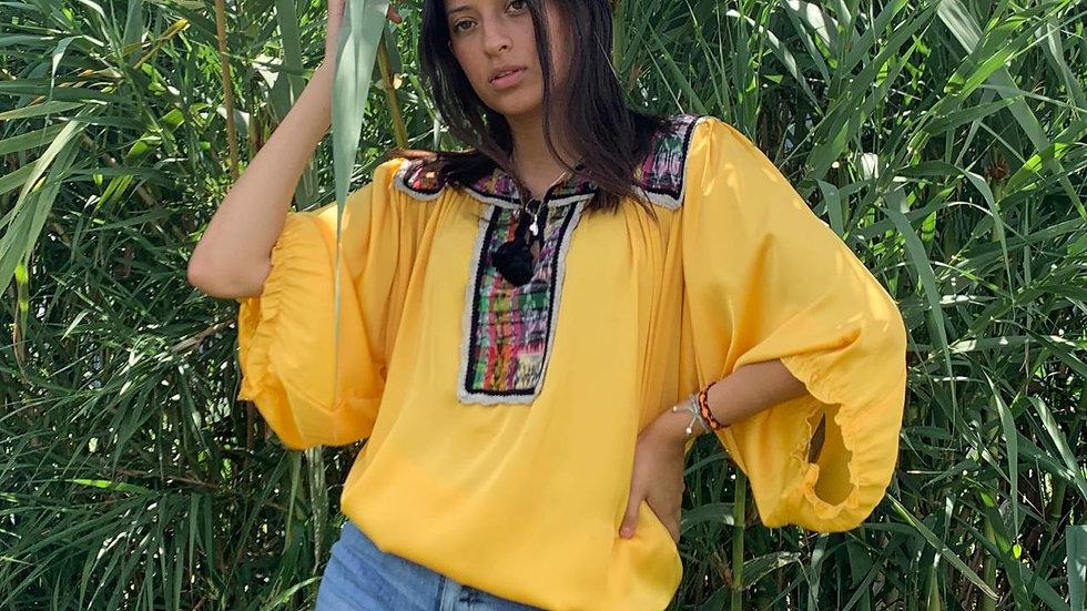 Blusa con textil de telar