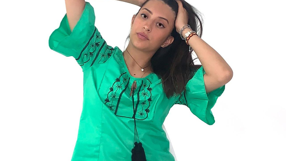 Blusa verde de algodón con bordado estilo Tlahuiltoltepec