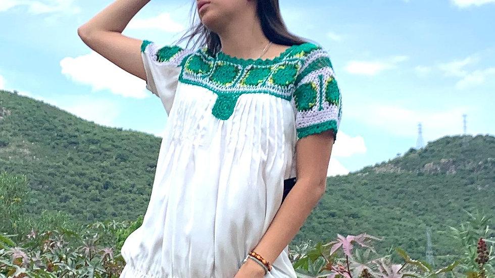 Blusa blanca con tejido de Tlacolula
