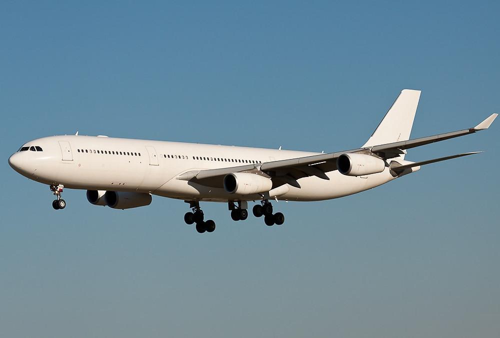 Año 2012 operando para Hi-Fly todo blanco, misma matricula