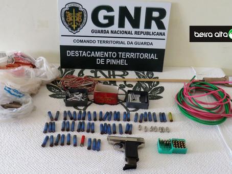 Pinhel: Homem de 63 anos detido por posse de engenhos explosivos e arma proibida